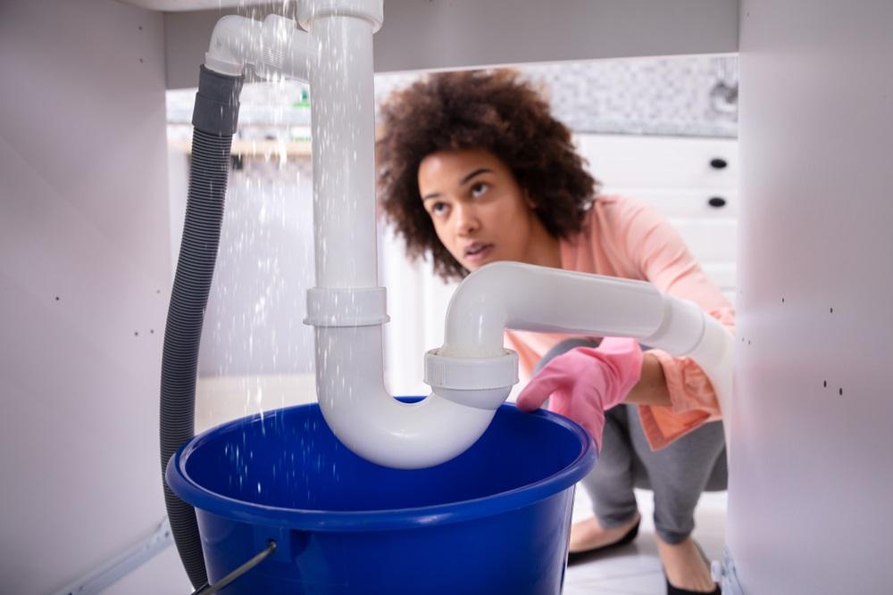 Comment nettoyer une canalisation bouchée: bricolage vs faire appel aux pros